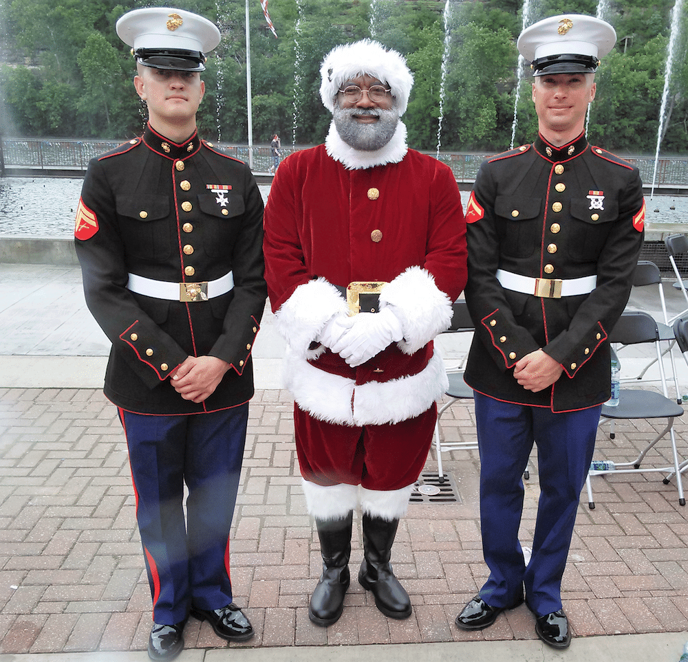 santa-with-the-marines