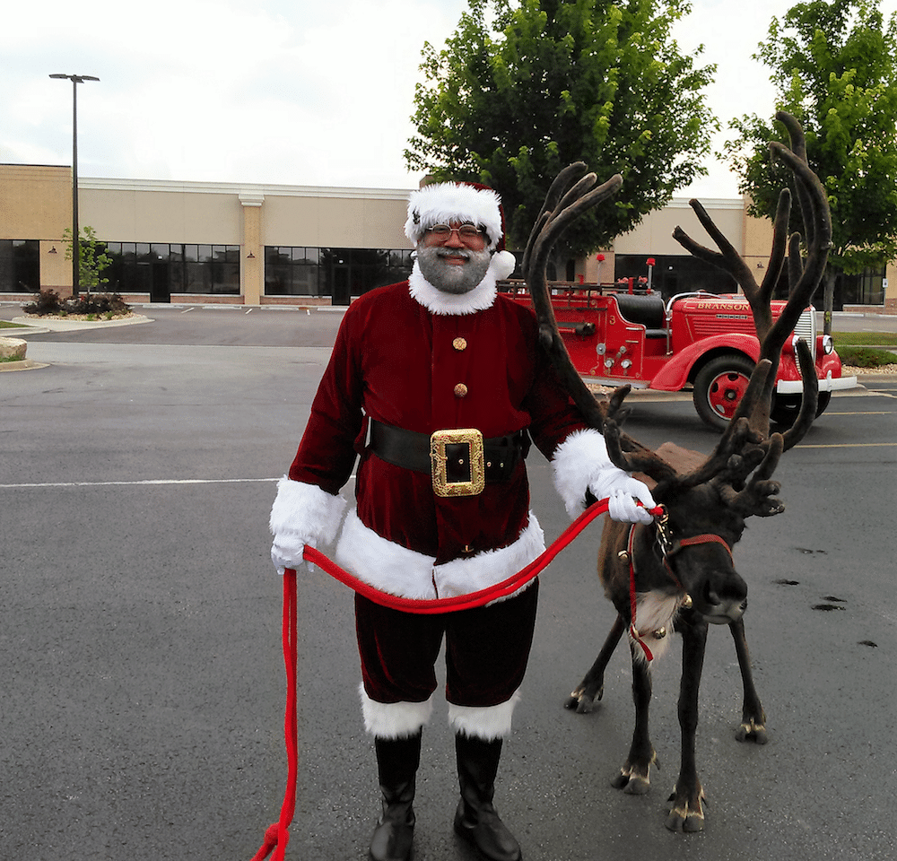 santa-and-the-reindeer